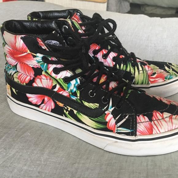 c3bb3a446e Vans Hawaiian Floral High Top Skate Shoe size 8.5.  M 5c3fc2f1c9bf50d15efde685